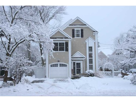 "22 Casement in a winter wonderland!  Photoshop the snow out and you will discover a lovely ""townhouse"" like property waiting for someone who wants to move right in!"