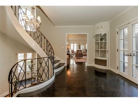 Notice the front door down below, the sensational staircase and its iron railings.  This mail floor landing speaks for its self.  Gorge!