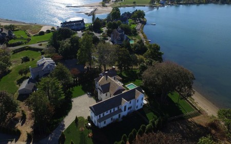 Luxury and Privacy all wrapped into the perfect Darien location
